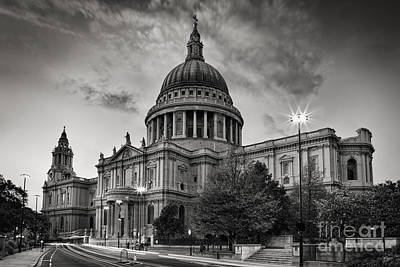 Traffic Lights Photograph - St Paul's London by Rod McLean