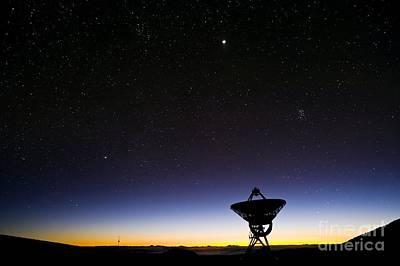 Vlba Photograph - Vlba Radio Telescope, Hawaii by David Nunuk
