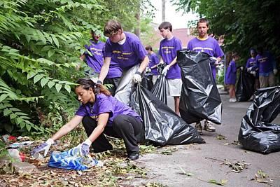 Volunteers Clearing Rubbish Print by Jim West