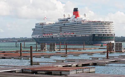 Photograph - Cunards Queen Elizabeth by Shirley Mitchell