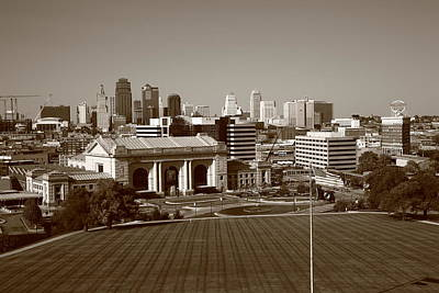 Photograph - Kansas City Skyline by Frank Romeo