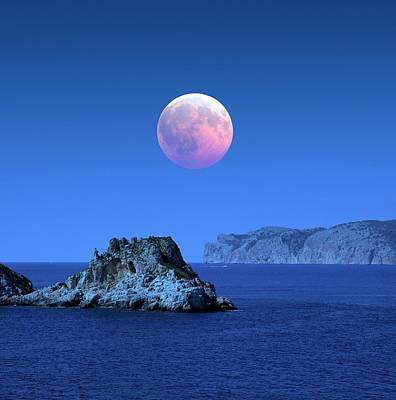 Moonlit Night Photograph - Lunar Eclipse by Detlev Van Ravenswaay
