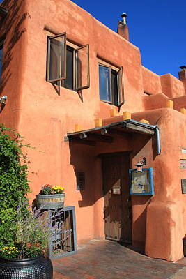 Photograph - Santa Fe Adobe Building by Frank Romeo
