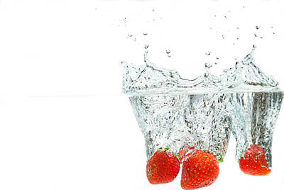 Photograph - Splashing Strawberry by Peter Lakomy
