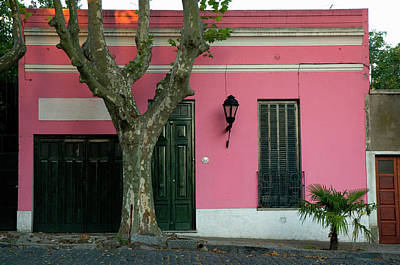 Pink House Photograph - Uruguay Colonia Del Sacramento Barrio by Inger Hogstrom