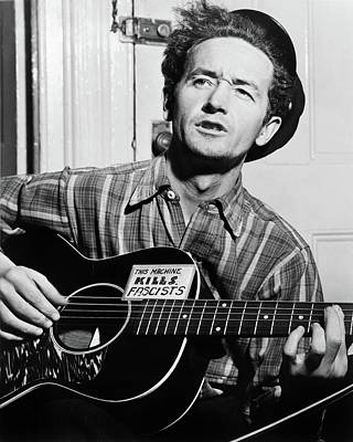 Woody Guthrie Photograph - Woody Guthrie (1912-1967) by Granger
