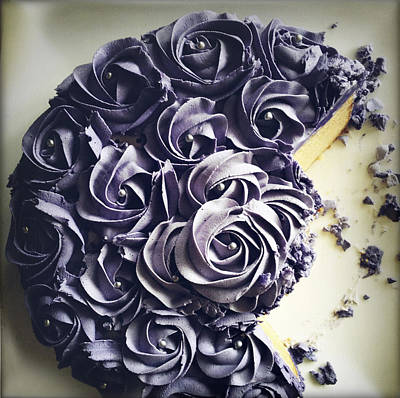Photograph - Cake by Les Cunliffe