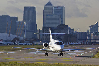 800 Photograph - London City Airport by David Pyatt