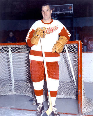 Art Of Hockey Photograph - Gordie Howe by Retro Images Archive