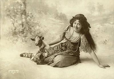 Hunchback Of Notre Dame Photograph - Bertha Galland (1876-1932) by Granger