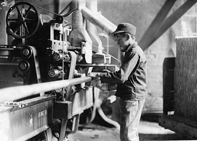 Photograph - Hine Child Labor, 1908 by Granger