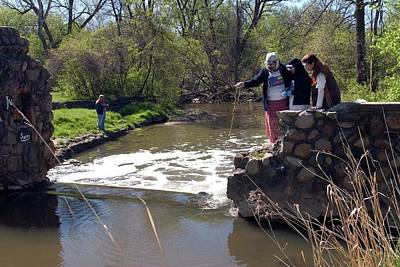 Teenagers Photograph - Students Studying River Water Quality by Jim West