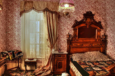 Photograph - A Bedroom At Bowers Mansion by Donna Kennedy