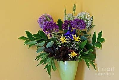 Photograph - A Chanticleer Spring Bouquet by Byron Varvarigos
