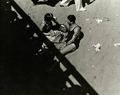 Photograph - A Couple At Coney Island by Lusha Nelson