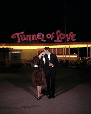 Photograph - A Couple In Front Of A Tunnel Of Love by Jerry Schatzberg