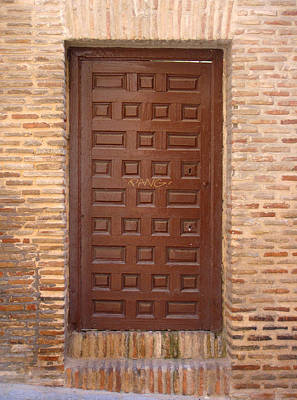Photograph - A Door In Toledo by Roberto Alamino