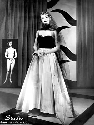 Evening Gown Photograph - A Fashionable Mannequin by Underwood Archives