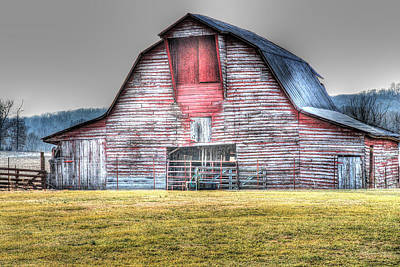 Photograph - A Fine Barn by Linda Segerson