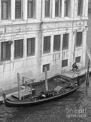Photograph - A Gondolier And His Boat by Suzanne Oesterling
