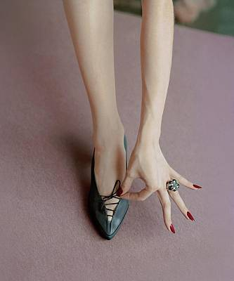 Studio Shot Photograph - A Julianelli Shoe by Richard Rutledge
