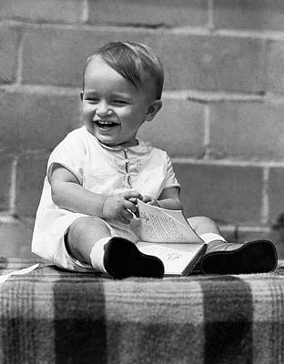 Story-1920s Photograph - A Laughing Baby With A Book by Underwood Archives