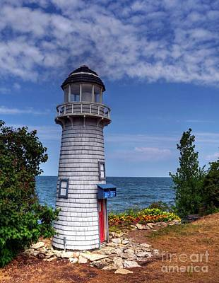 Photograph - A Little Lighthouse by Mel Steinhauer