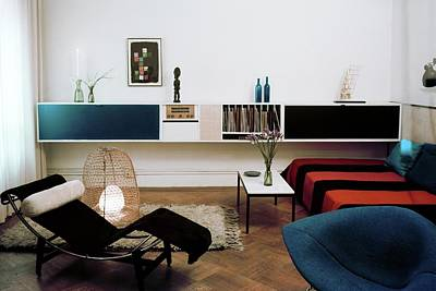 Coffee Table Photograph - A Living Room With A Le Corbusier Chair by Herbert Matter