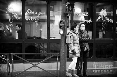 Photograph - A Mother And Daughter In Paris by John Rizzuto
