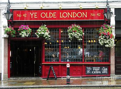 Bar Scene Photograph - A Rainy Day In London by Mel Steinhauer