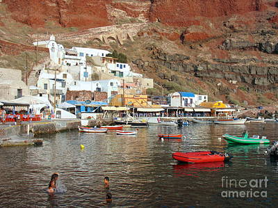 Photograph - A Splash In Amoudi Bay  by Suzanne Oesterling