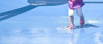 Photograph - A Splishin' And A Splashin'  by Theresa Tahara