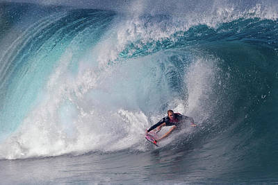 Oahu Wall Art - Photograph - A Wave Player by Cheng Chang