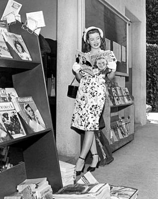 White Gloves Photograph - A Woman At A Magazine Stand by Underwood Archives