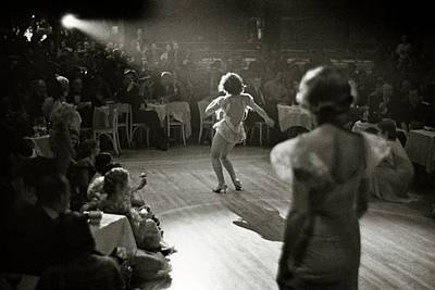 Leisure Photograph - A Woman Performing At Nightclub by Remie Lohse