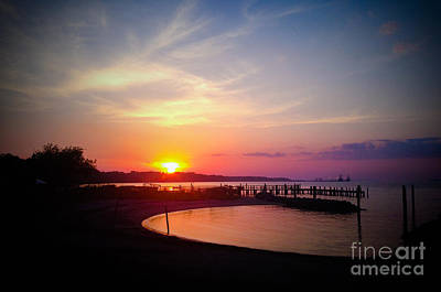 Photograph - A Yorktown Sunset by Linda Mesibov