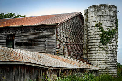 Photograph - Abandoned Barn by Pat Scanlon