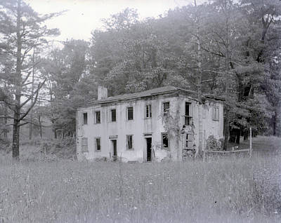 Photograph - Abandoned House by William Haggart