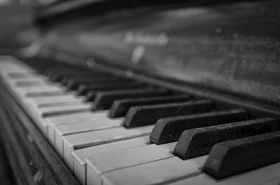 Photograph - Abandoned Piano by Jose Vazquez