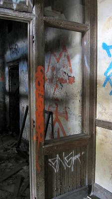 Photograph - Abandoned Room 2 by Anita Burgermeister
