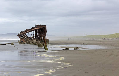 Peter Iredale Photograph - Abandoned Shipwreck Low Tide by Ginger Sanders