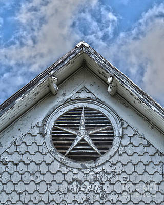 Photograph - Abandoned Star by Dawn Gari