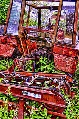 Photograph - Abandoned Tractor by Graham Hawcroft pixsellpix
