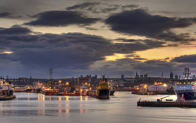Photograph - Aberdeen Harbour At Dusk by Veli Bariskan