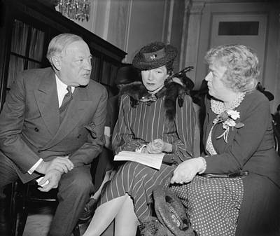 Actress Helen Hayes Urges U.s Art Print