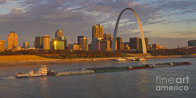 Photograph - Aep Tow Going North Past The St Louis Arch by Garry McMichael