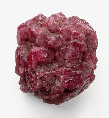 Single Object Photograph - Aggregate Of Spinel Crystal by Dorling Kindersley/uig