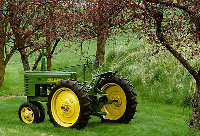 Antique Tractors Photograph - Agriculture - Restored 1940 John Deere by Chuck Haney