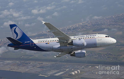 319 Photograph - Airbus A 319 Air To Air by Antoine Roels