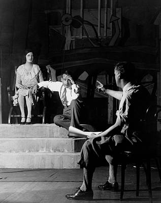 Gestures Photograph - Alfred Lunt On Stage With Lynne Fontanne by Florence Vandamm